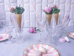 In vista delle cene estive con gli amici, le grigliate e le vacanze, oggi ti proponiamo delle idee per un centro tavola estivo con i coni gelato.